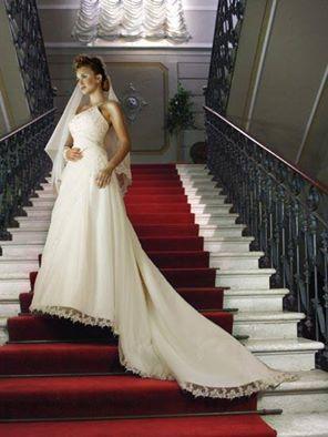 huge discount 485c0 3a3e8 Sposissimi: una collezione di abiti principeschi   Invito a ...