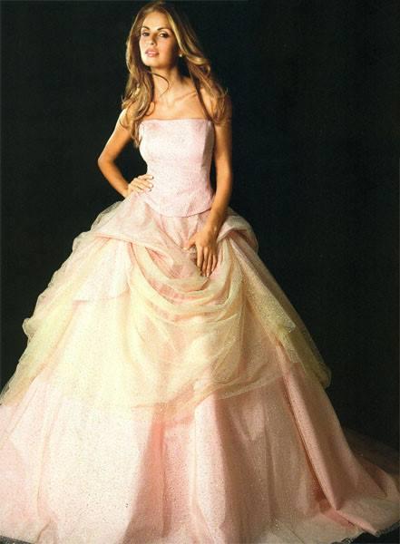 25e5847c7062 Sposissimi  una collezione di abiti principeschi