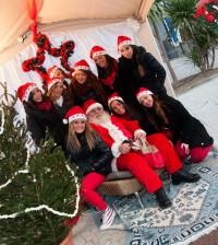 Babbo Natale e le sue aiutanti