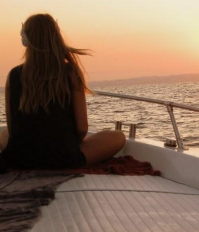 Darsene-in-blu-ragazza in barca-