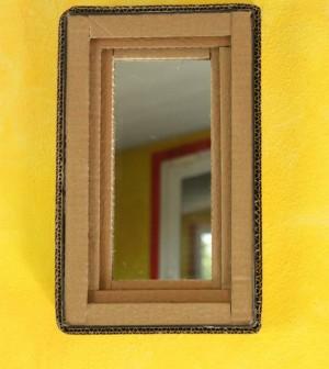 Specchio con il cartone