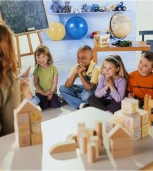 Scuola, alunni e maestra