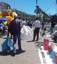 Genova - porto antico - commercio abusivo
