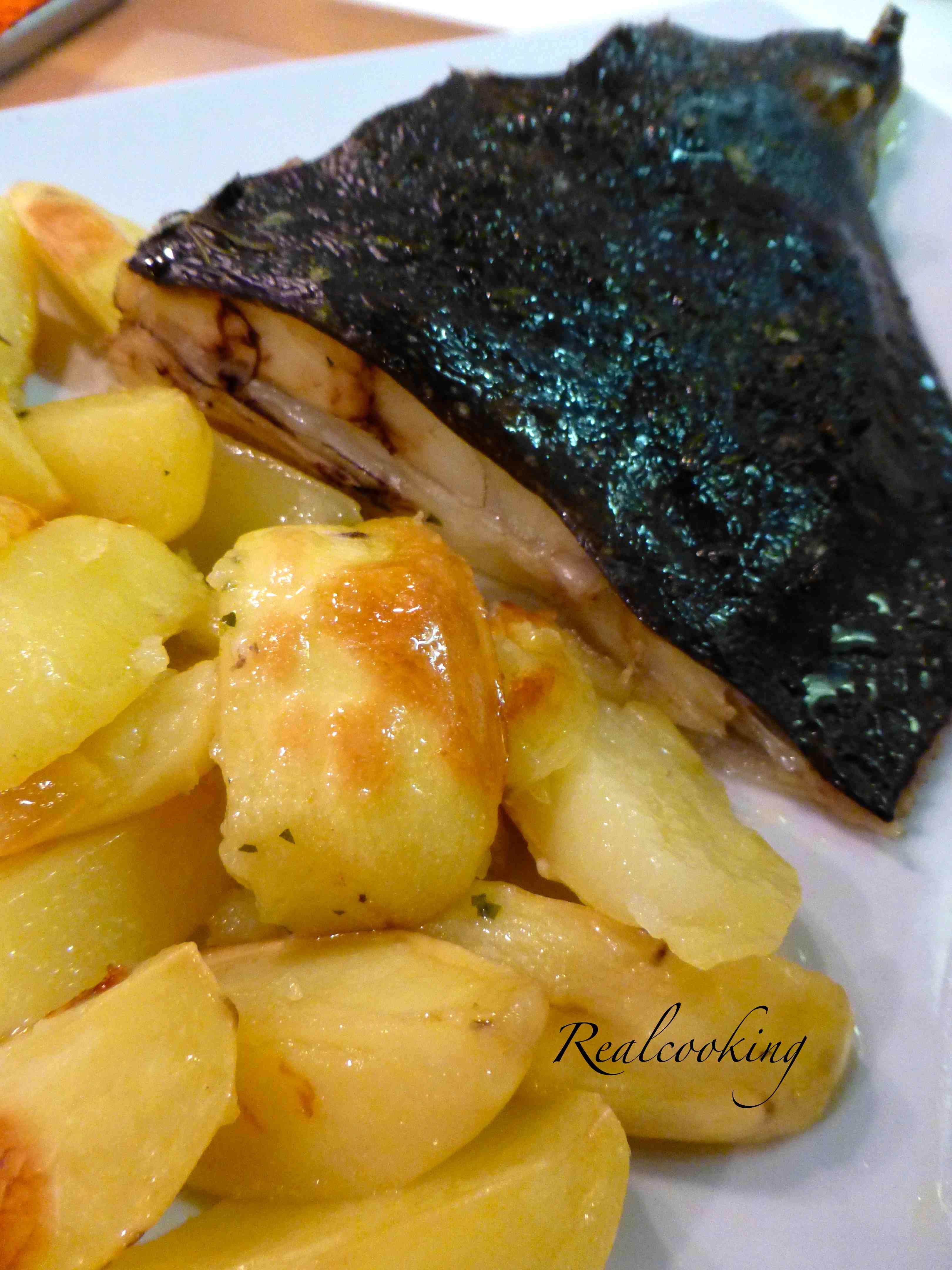 Rombo al forno con patate chioggiatv - Cucinare lo sgombro al forno ...