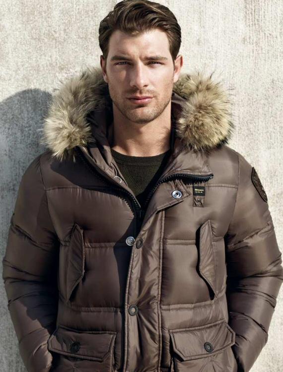Scopri la nuova collezione di giacche e giubbotti per uomo e donna. Acquista sull'online store ufficiale la collezione Peuterey Autunno Inverno /