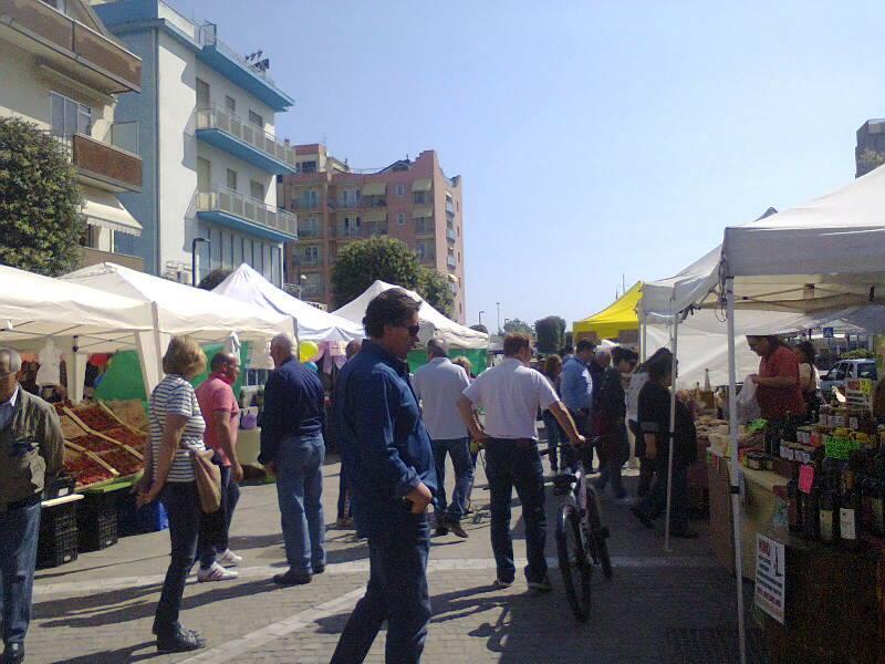 Aperti i mercatini in piazza todaro e sul boulevard for Mercatini padova