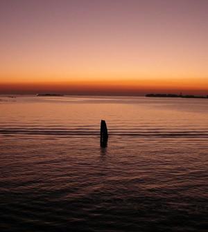 800px-Laguna_di_Venezia_-_Tramonto_da_San_Servolo