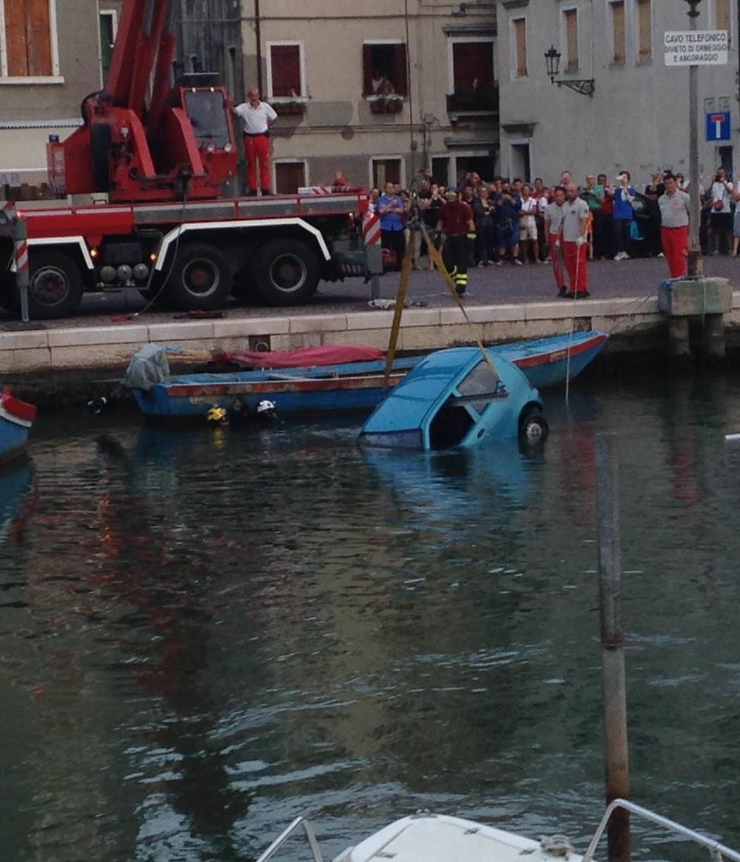 macchina in acqua3