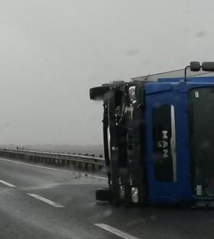 camion capottato 1