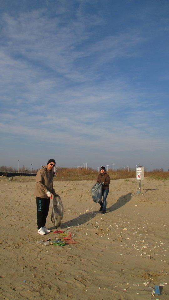 Fotogallery la pulizia della spiaggia di sottomarina con for Immagini giardiniere