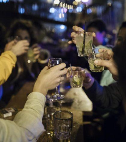 bar-gente-bere